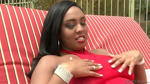Solo Layton Benton gives an interview behind the scenes