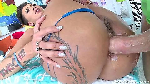 Oily anal hardcore pumping Bella Bellz