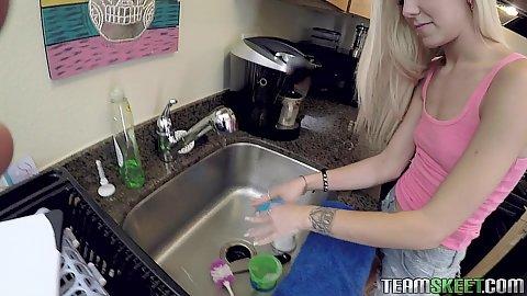 Slim body blond teen Halle Von washing some stuff then oral