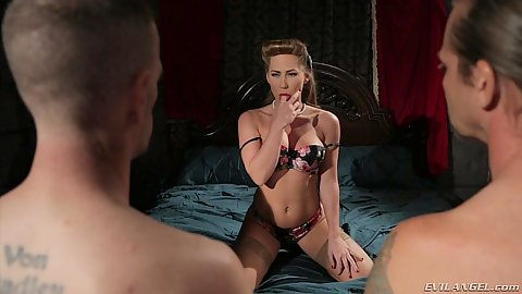 Bras and panties true slut Carter Cruise takes on a gang bang