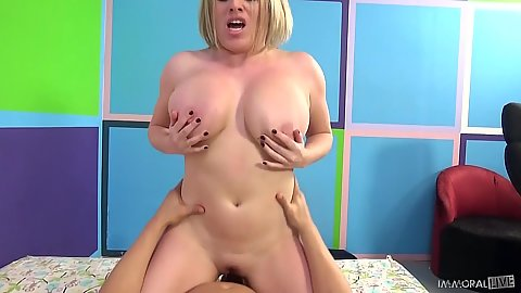 Happy busty blonde Maggie Green grinding on cock with big ass