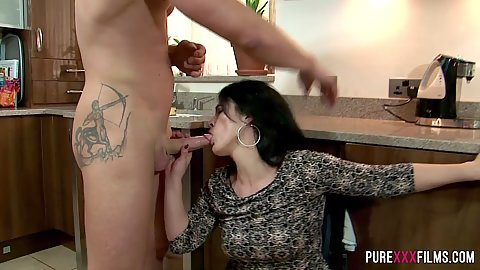 Cfnm milf oral sex in kitchen Montse Swinger