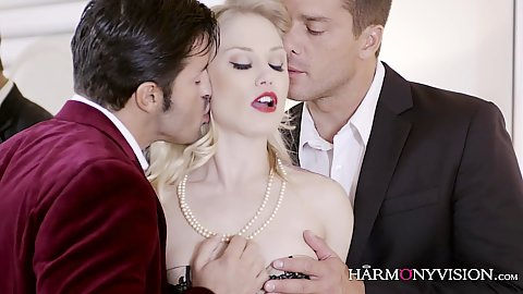 Corrupt blonde threesome Ash Hollywood