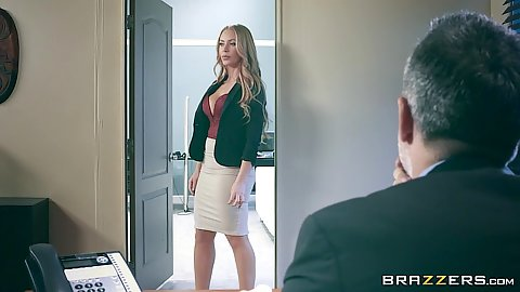 Naive office slut Nicole Aniston enters mans office fully clothed
