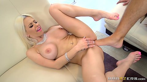 Foot in pussy fuck and oral with Rachel RoXXX