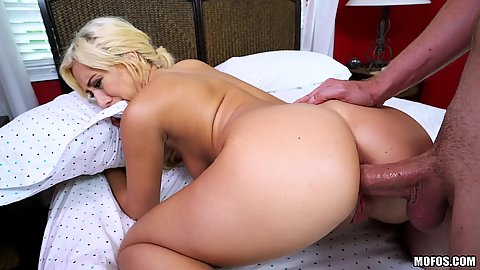 Fucked in her ass and sucks down the cream Kelly Paige