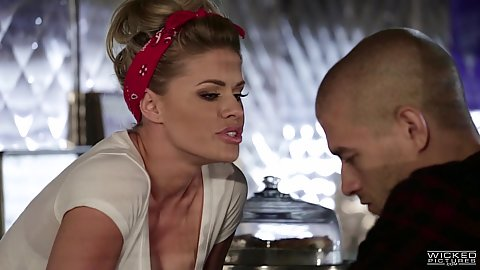Intense waitress Jessa Rhodes wants some action