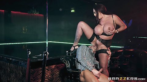 amateur stripper fucked with strap-on on stage