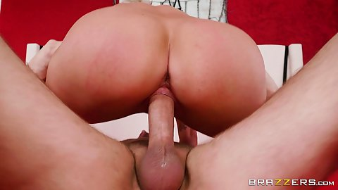 Busty short hairt brunette Ryan Keely and her round behind on shaft