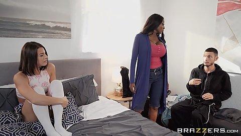 Evelin Stone versucht den Schwanz ihres Stiefbruders deepthroating und wird gefickt - POV