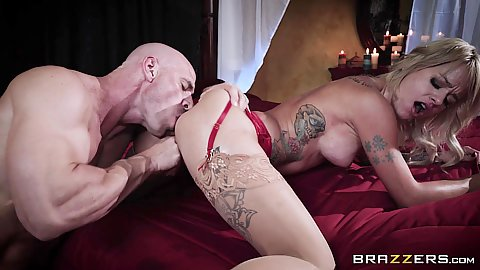 Fingering her cunt while eating fresh ass with playing with fire milf Sammie Six