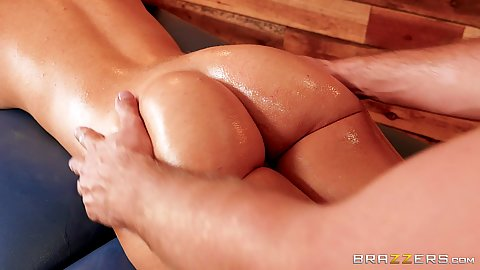 Oily and very great shaped butt massage with Victoria June still on the phone while sucking