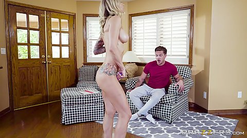Synthia Fixx is striping naked for the friend and sucking him in pov