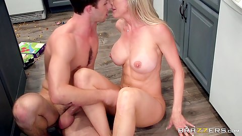 Makingout and titty fuck from stepmom milf Brandi Love