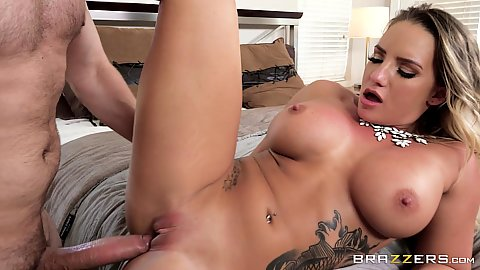 Pussy sex with tattooed Cali Carter