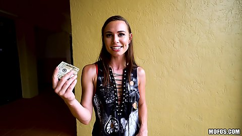 Aidra Fox publicly accepts some cash for quick groping and flashing
