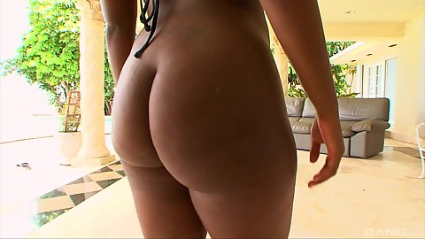 Ebony ass outdoors Roxanne Shorte licked and nailed by guy