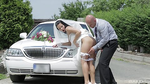 Pulled down underwear bride Victoria Blaze fucked up her wedding dress by limo driver outdoors
