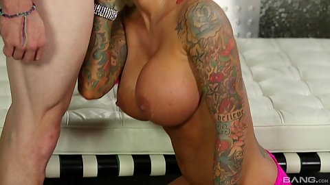 Tattooed up milf Lolly Foxx sucking dick and then gettin glicked
