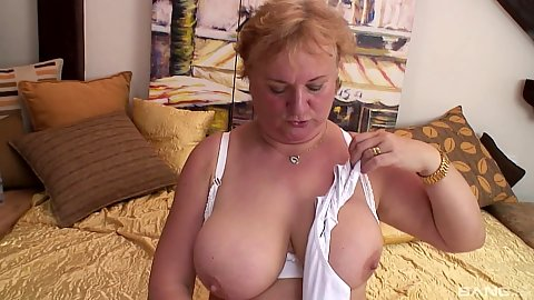 Big jaw dropping and droopie boobies bbw mature solo fucking sex toy