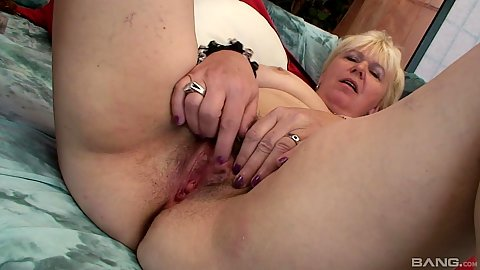 Soft pussy granny putting dildo right in and sucks cock
