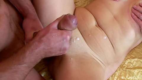 Hardcore fucking and pull out cumshot for mature woman