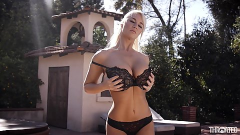 Bras and panties babe blonde milf London River looking sexy outdoors and even better in pov deep throat