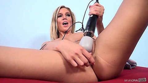Masturbating and changing various toys for her wet pussy hole Val Dodds