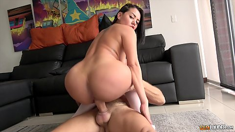 Great round booty Colombian latina X Lady bouncing up and down on that dick rod