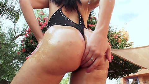 Super bubble butt with nice rack latina Victoria June outdoor solo getting slippery
