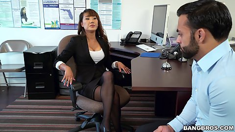 Office asian milf Tiffany Rain spreads her legs for employee and it looks like she forgot her panties today