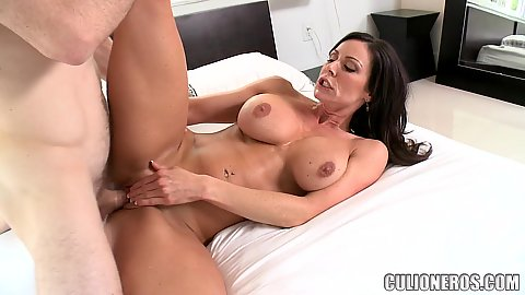 Curvy and busty milf hardcore banged in bed with open legs Kendra Lust