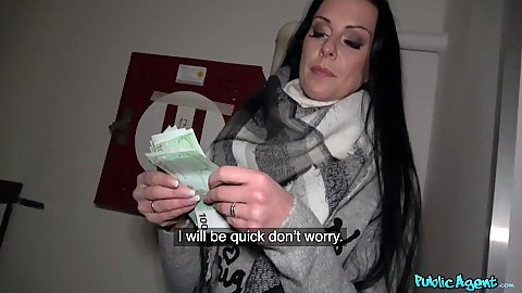 Texas Patti counts her cash and moves straight into oral service in pov what a good girl