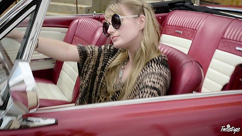 Blondie with sunglases likes her classy car she gets naked to make that car seat wet Scarlett Sage