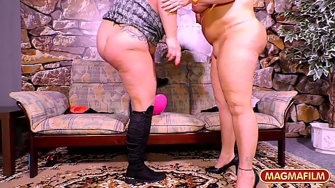 Fat assed mature chubby lovers eat their tits and finger cunts while in sapphic loving