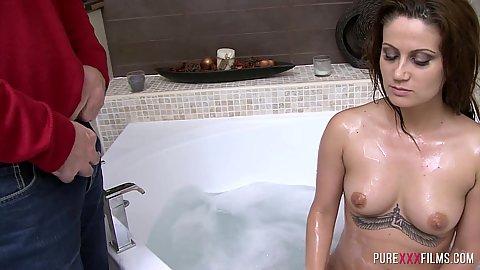 Blowjob soapy bathtub can not