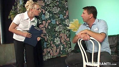 děvčata milují anální sex