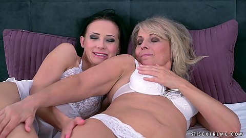 Mature and college girls and old woman in bed in bras and panties sapphic moment with rimjob to finish Jana Nelle and Nicole Love