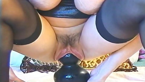 Close up trimmed up pussy vintage video of somewhat hair big boobed mature Samantha Luvcox attempting to sit on a very gigantic dildo