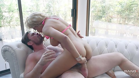 Curvy well figured milf latina Luna Star getting dick to go inside her hairless twat for couch ride