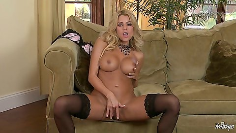 Big tits blonde hottie Nicole Graves fingering her own pussy and ass