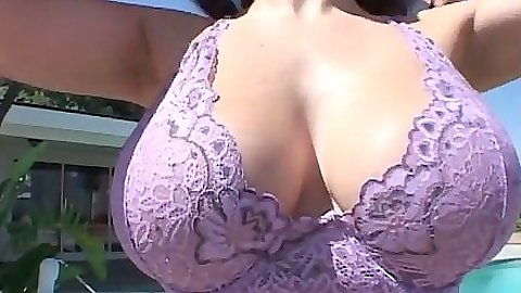 Big natural tits Gianna Michaels outdoors looking good