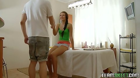 Teen Aline comes in for private oil massage and gets naked