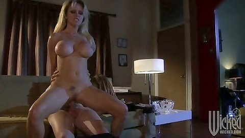 Reverse cowgirl trimmed pussy sex with Dyanna Lauren