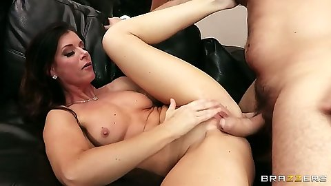 Sexy milf and her natural boobs India Summer