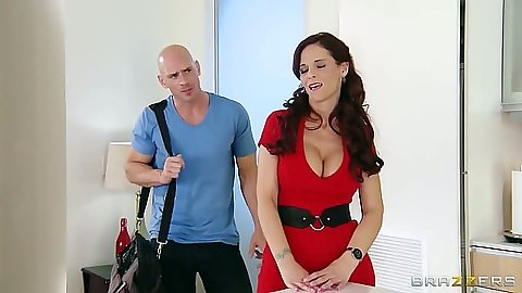 Milf Syren De Mer comes gets a house call for a sink fix