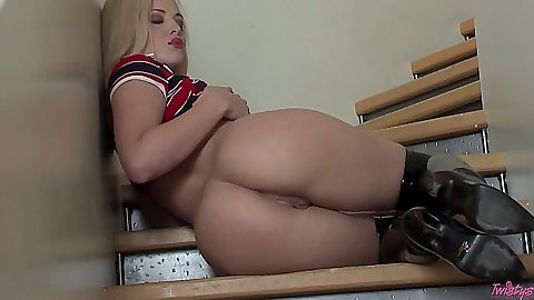 Perfect ass Alexis Texas showing her behind and pussy