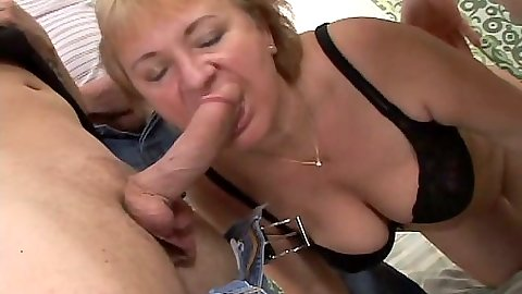 Mature woman Evita group gang bang in he rbra