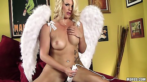 Lonely vibrator hungry milf Bella Rose takes herself on a rollercoaster ride
