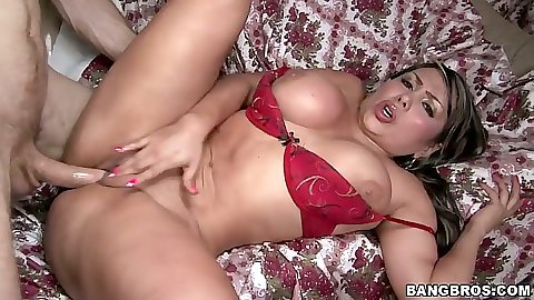 Colombian latina milf Sandra entered with legs open